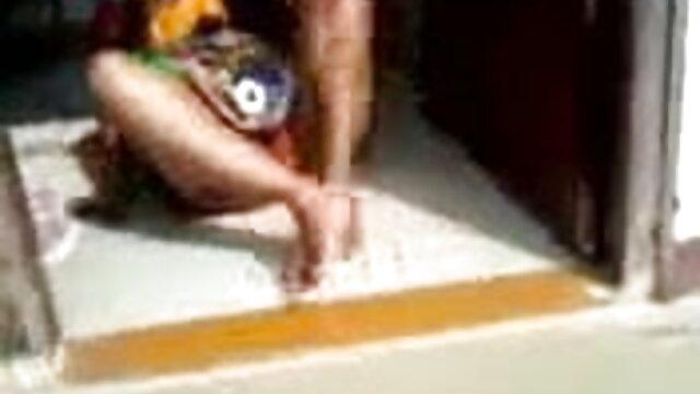 আমার মা আর ছেলে বাংলা চুদাচুদি xx একে অপরকে শান্ত করতে সাহায্য করেছে.